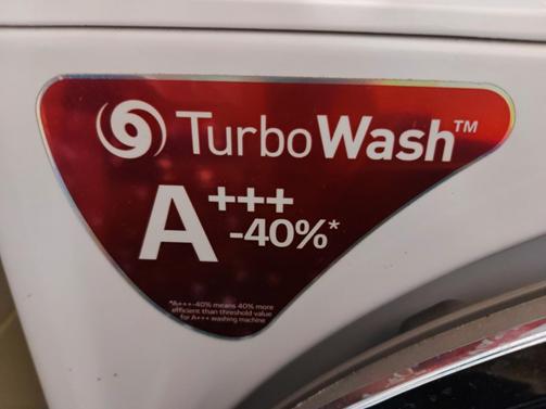 Pesukone, jossa merkintä A+++. Merkintä vanhentunut uuden energiatehokkuusluokan myötä